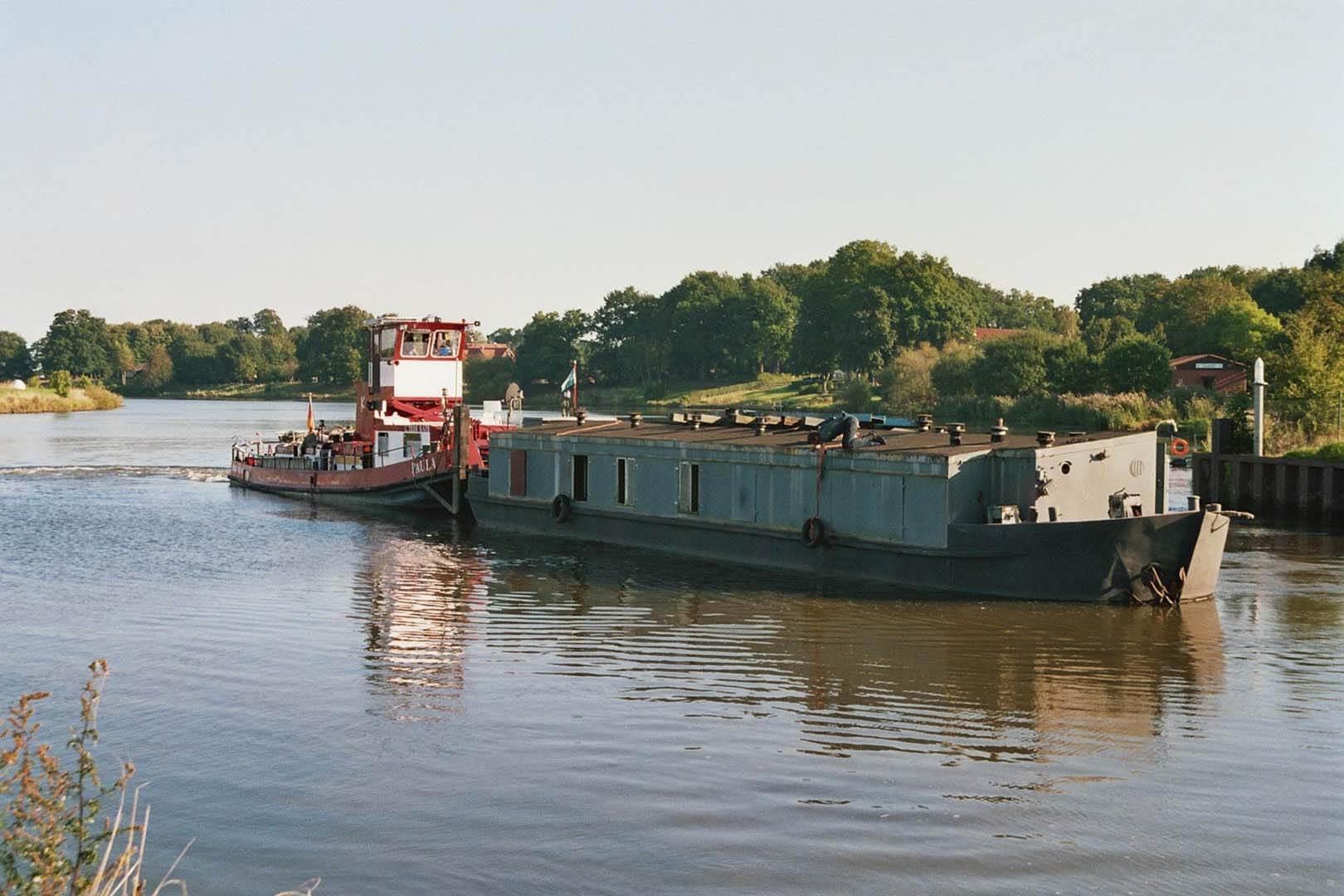 Die Peissnitz wird von der Reederei Ed-Line von Rathenow nach Dörverden an der Weser geschoben