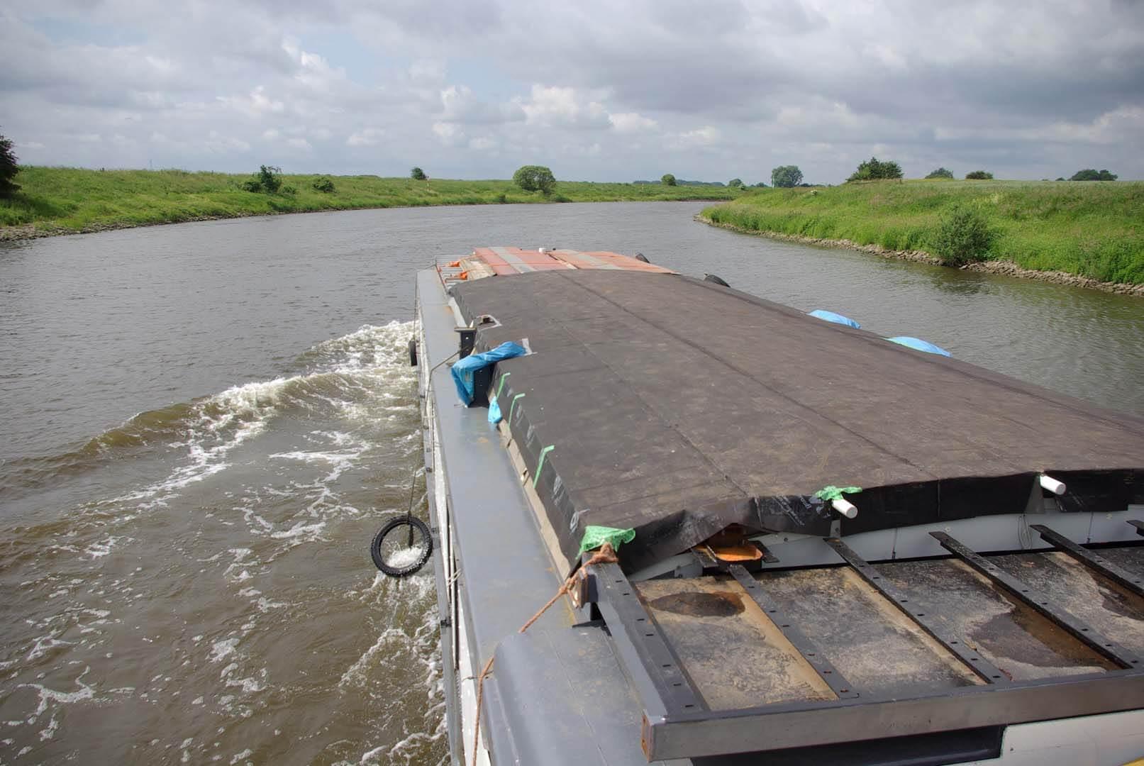 Überführungsfahrt auf der Weser nach Hamburg
